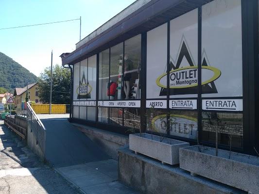 Foto di Outlet Della Montagna%2C Salomon%2C North Face%2C Salewa%2C di Como  Lombardia  Italia
