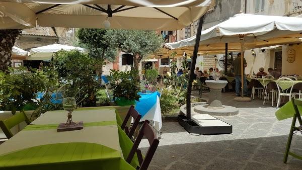Foto di Kucc%E9 Il Pub Della Piazzetta di Siracusa  Sicilia         Italia