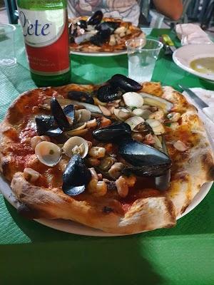 Foto di Ristorante Pizzeria Bar Paninoteca Benny Rock di Caserta  Campania  Italia