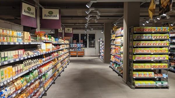 Foto di Migros Supermarkt di Losanna  District de Lausanne  Vaud  Svizzera