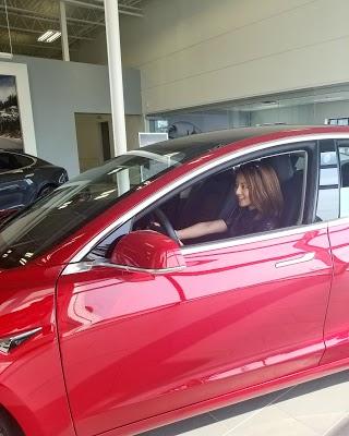 Foto di Tesla Montr%E9al di Montr  al  Agglom  ration de Montr  al  Montr  al       Qu  bec  Canada