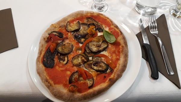 Foto di Pizzeria La Smorfia di Via Lussemburgo  Borgaro Torinese  Provincia di Torino  Piemonte         Italia