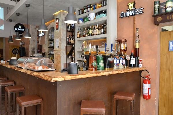 Foto di Temple Bar di Siracusa  Sicilia         Italia