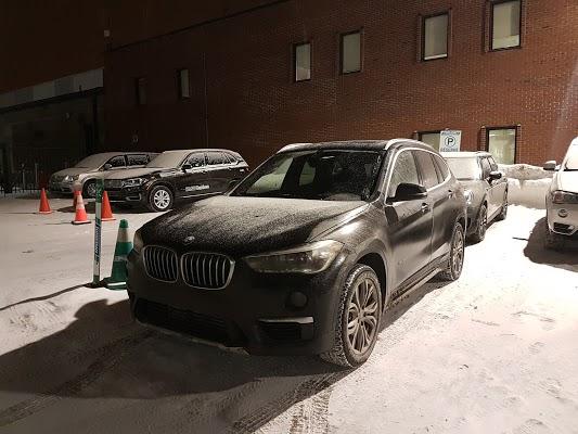 Foto di BMW Montr%E9al Centre di Montr  al  Agglom  ration de Montr  al  Montr  al       Qu  bec  Canada