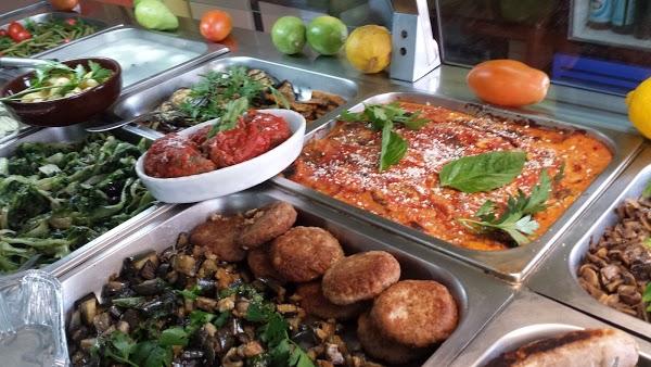 Foto di trattoria pizzeria al buon ritiro di San Sebastiano al Vesuvio  Napoli  Campania  Italia