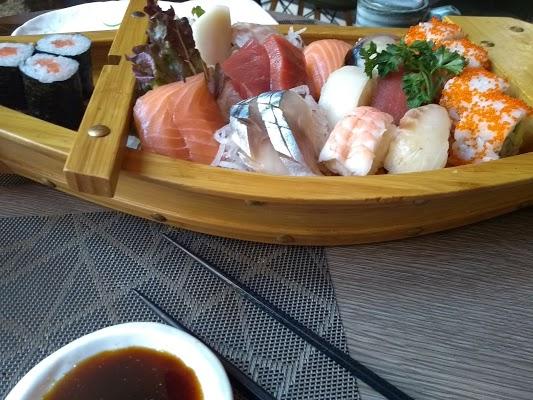 Foto di Yoshi - Sushi %26 Japanese Grill di Madrid    rea metropolitana de Madrid y Corredor del Henares  Community of Madrid         Spagna