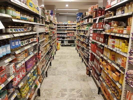 Foto di ICA Supermarket R%F6nneholm di Malmo  Malm   kommun  Contea della Scania  Region G  taland  Svezia