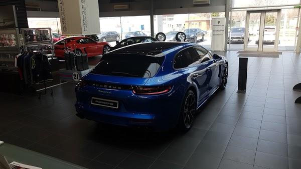 Foto di Porsche Centar Beograd di Belgrado                           Serbia