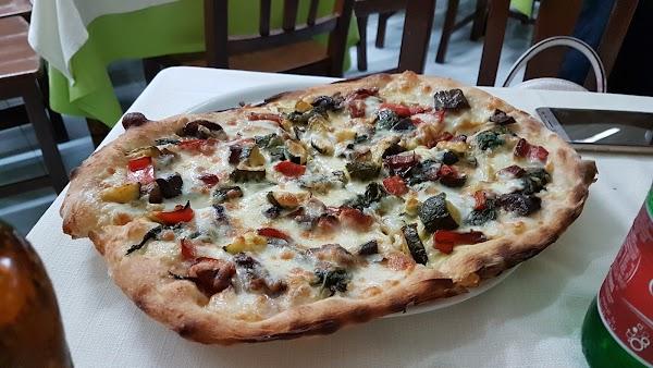 Foto di Pizzeria da Iolanda di Castellammare di Stabia  Napoli  Campania         Italia