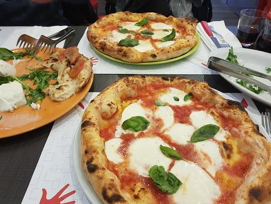 Foto di San Gennaro Pizzeria di Napoli  Campania  Italia